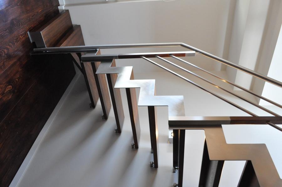 Jakie wybrać schody – proste czy kręcone?